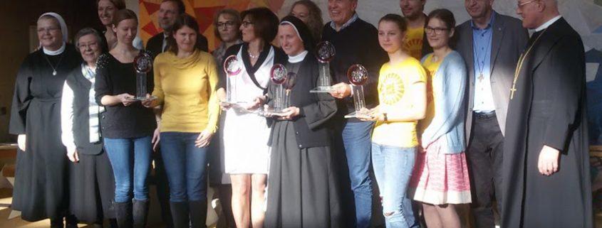 Foto aller Ausgezeichneten, Sr. M. Birgit Dorfmair erhielt den Anerkennungspreis der Orden.